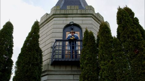 Kentucky Life host Doug Flynn standing on a balcony at the Castle in Versailles, Kentucky