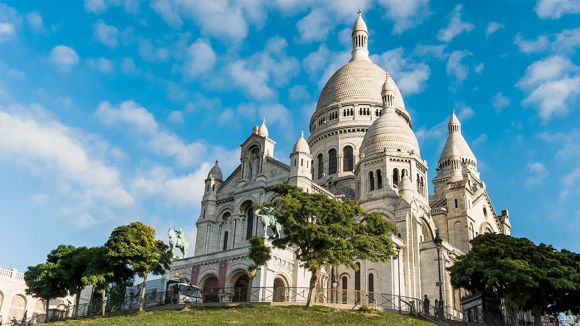The Basilica of the Sacred Heart of Paris, commonly known as Sacré-Cœur Basilica and often simply Sacré-Cœur (in French, Basilique du Sacré-Cœur) is a Roman Catholic church dedicated to the Sacred Heart of Jesus, in Paris, France. The basilica is located at the summit of the butte Montmartre, the highest point in the city. Mark Fischer, CC BY-SA 2.0 via Wikimedia Commons