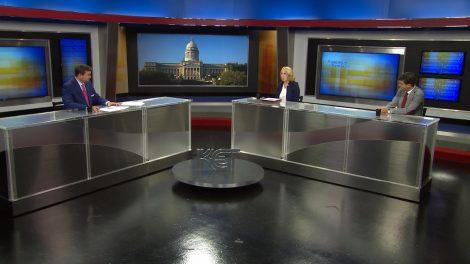 Bill Bryant speaks with reporters Deborah Yetter and Daniel Desrochers.