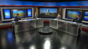 Bill Bryant and journalists discuss the week's news on the set of Comment on Kentucky.